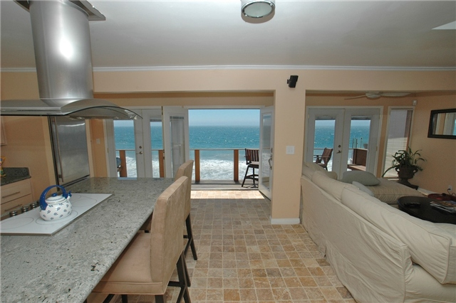 Photo gallery beach house private beaches for Malibu house for rent